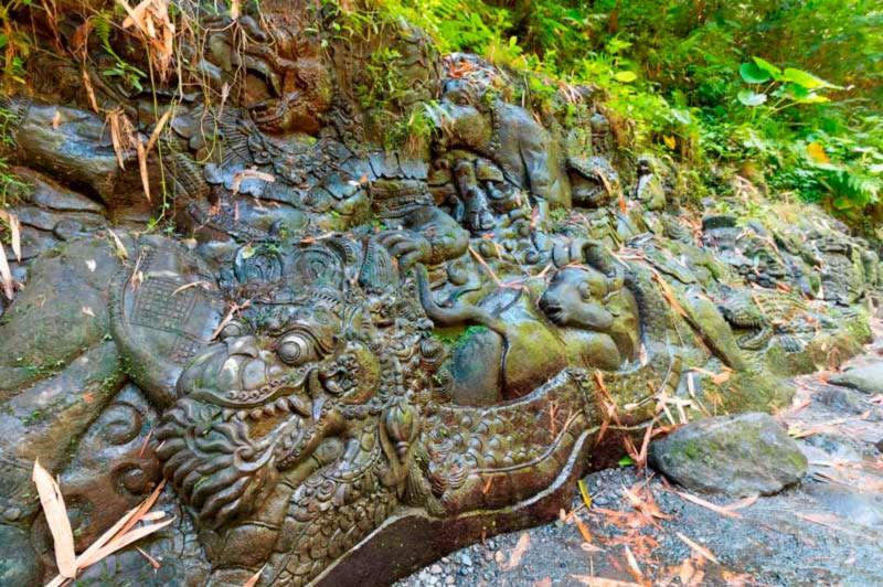 Ukiran Batu Di Sungai Ayung Ubud