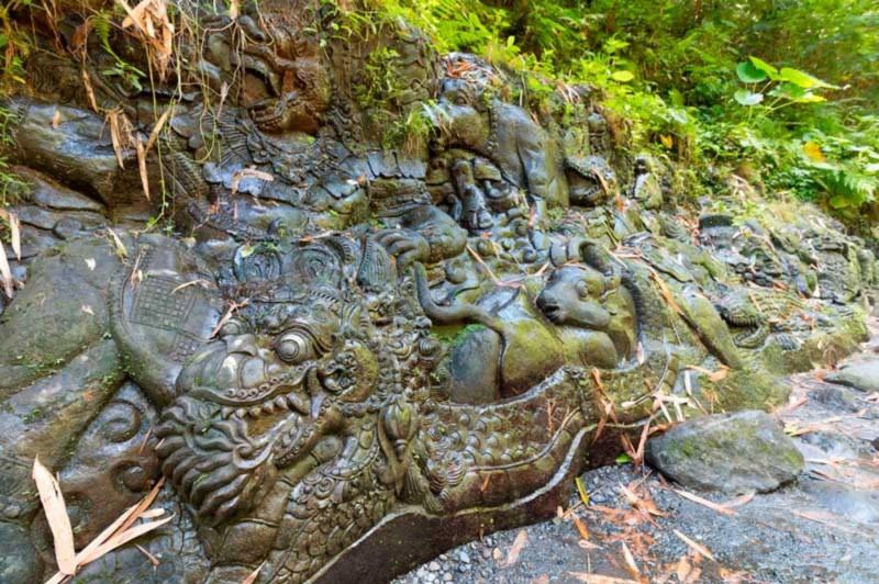 Ukiran Batu Ramayana Di Sungai Ayung